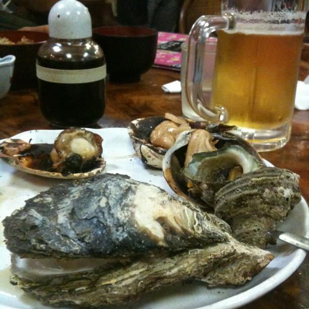 Diner de fruits de mer dans un restaurant de Toba tout aussi rustique que sont personnel ;-)
