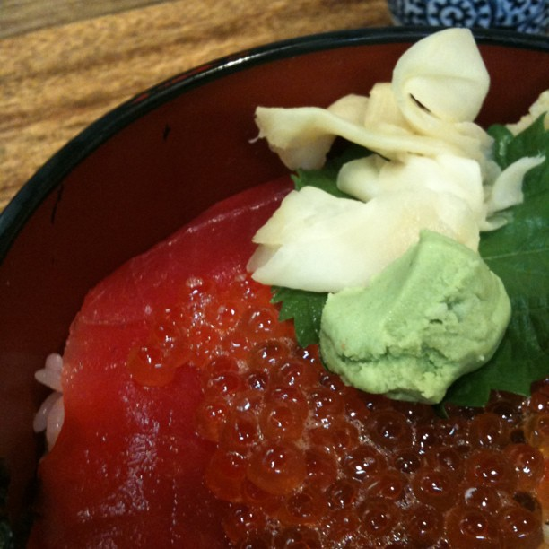 J'ai essayé une dizaine de resto sushi/sashimi/donburi autour de Tsukiji… Tous trop chers pour ce que c'était !