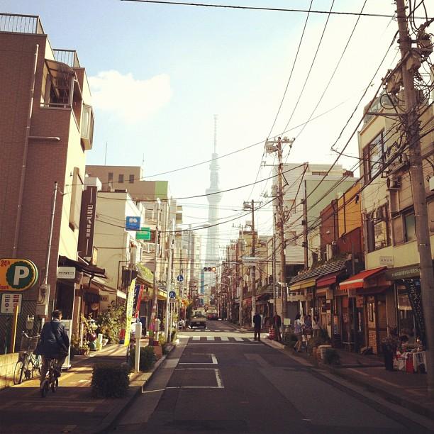 Il n'y aurait pas autant de câbles, la vue serait top sur la Tokyo Sky Tree !