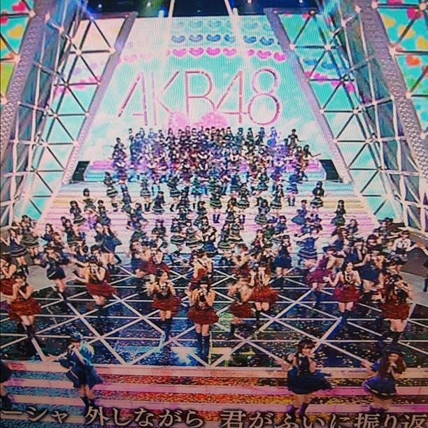 AKB48 & co. Ainsi que moi même vous souhaites un excellent réveillon ! Rendez-vous en 2012 ;-)