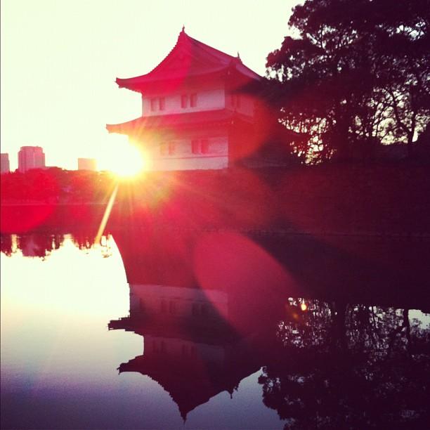 Soleil couchant sur le Palais Impérial de Tokyo. Bonne nuit !