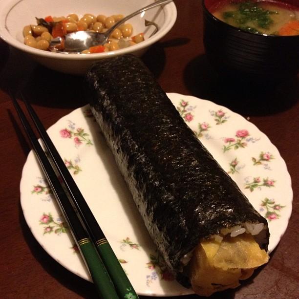 La tradition de Setsubun à Osaka : manger un futomaki en entier sans parler