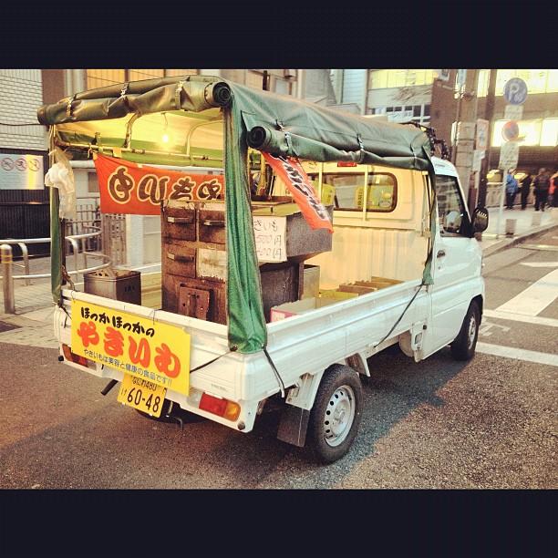 Si vous avez suivi les épisodes d1minute 1Japon sur le blog, vous saurez ce que c'est que cette camionnette ambulante :)