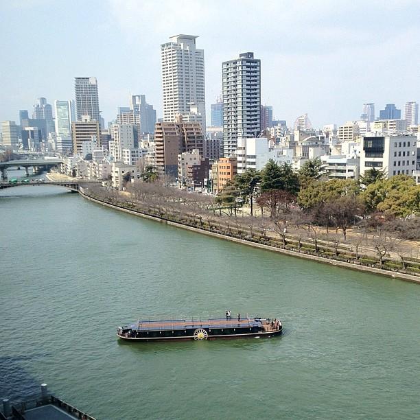 Bon, j'ai trouvé un nouveau spot photo sympa sur Nakanoshima ! Va falloir revenir quand les cerisiers seront en fleurs :)