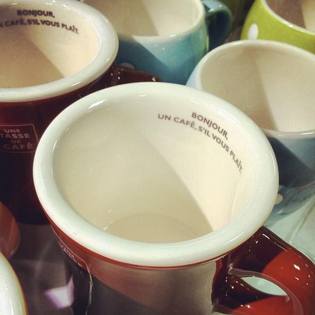 Bonjour, un café s'il vous plaît