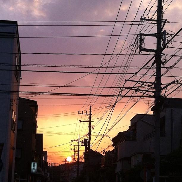 Bonne nuit du Japon au ciel câblé faute d'être étoilé aujourd'hui ;)