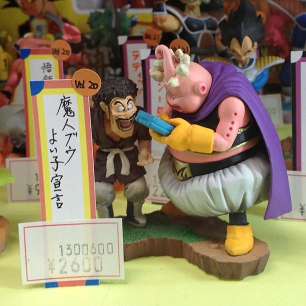 Il y a des figurines comme ça à la #JapanExpo ? Bou-Bou & sa Gameboy