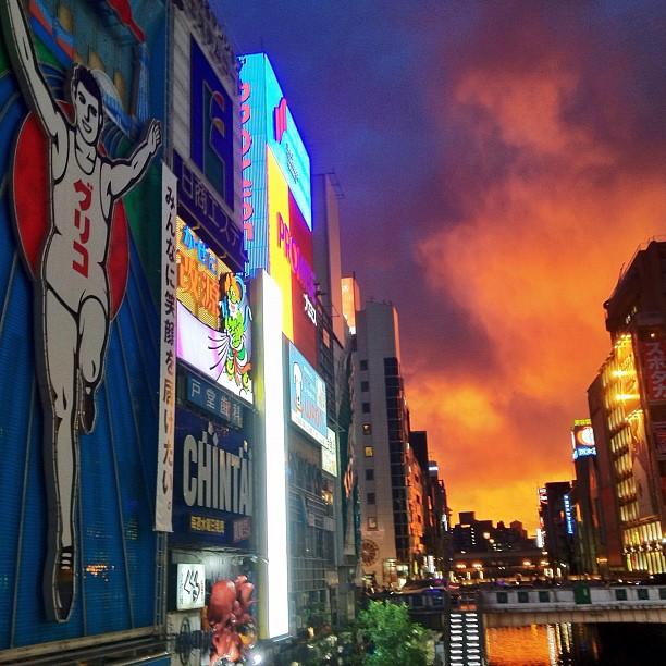 Magnifique ciel brûlant sur Osaka !