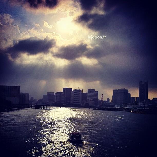 Ciel étrange au dessus de Tokyo aujourd'hui…