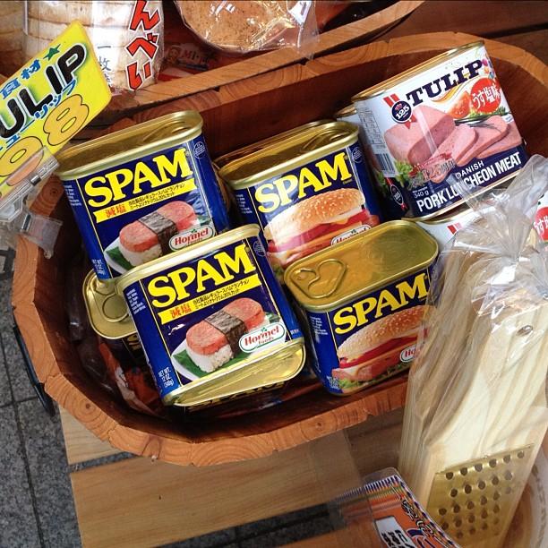Influence de l'armée américaine, le Spam est très présent à Okinawa