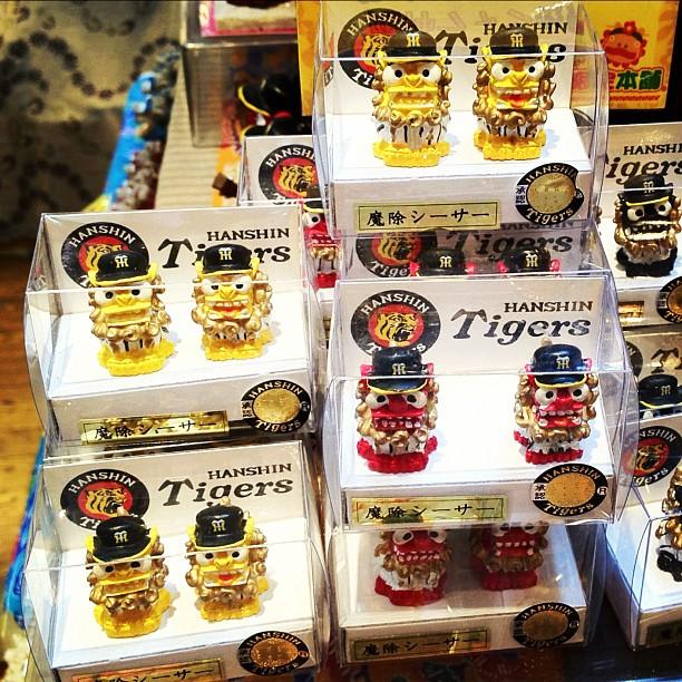 L'équipe de Baseball qui a le plus la côte à Okinawa c'est sûrement les Hanshin Tigers d'Osaka