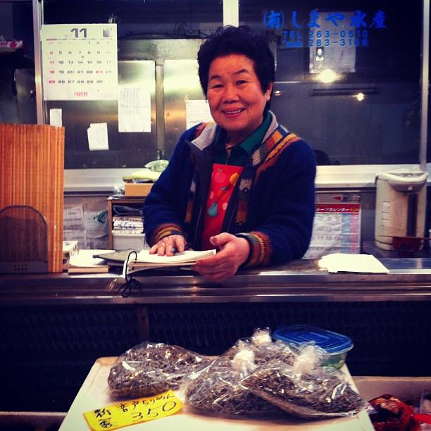 [HIROSHIMA] Rencontre avec Shimae san qui travaille ici depuis 53 ans (commencée à l'âge de 13 ans)