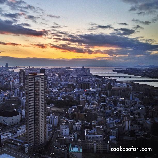 Coucher de soleil dans la baie d'Osaka