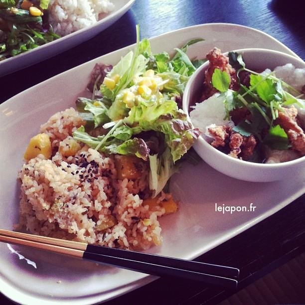 Bon p'tit plat original dans ma gargote préférée ! Riz à la patate douce + soupe Karage/Daikon/Omochi