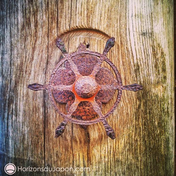 Une très ancienne roue de la loi bouddhique