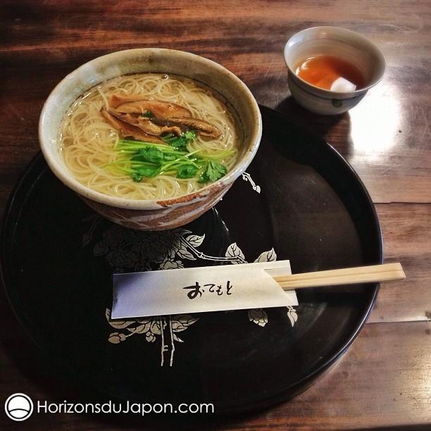 Un bol de Nyumen, la soupe de nouille la plus simple du Japon
