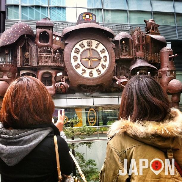 Hier l'horloge de Miyazaki n'avait pas de son (bug) lors de l'animation… Ça faisait bizarre, comme un film sans musique.