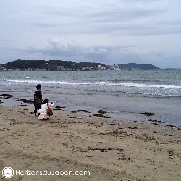 Du sable gris, un ciel gris et la mer qui les imitent