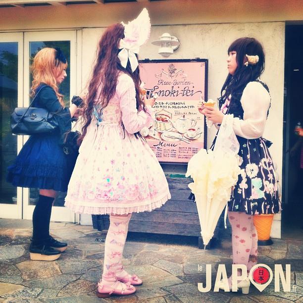 Ambiance Gothic Lolita et Dolly Kei à Yokohama ! Faut dire la ville est parfaite comme décor !