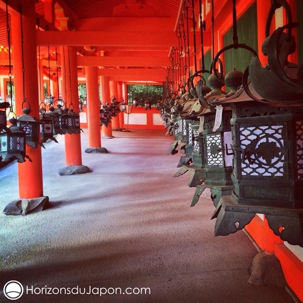Dans le sanctuaire Kasuga à Nara