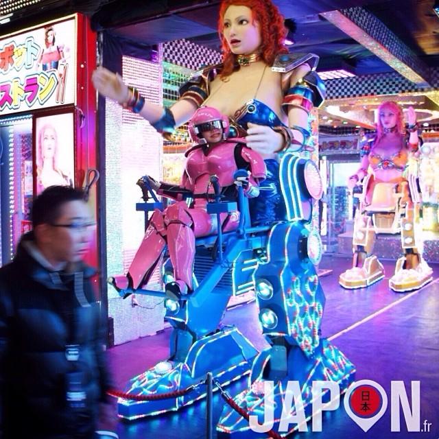 Robot Shinjuku est de retour et ça pique encore plus les yeux ! Ô_o