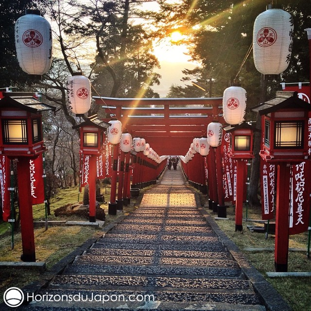 1ère prière de l'année dans un sanctuaire Inari perdu en pleine campagne. Pas un chat !