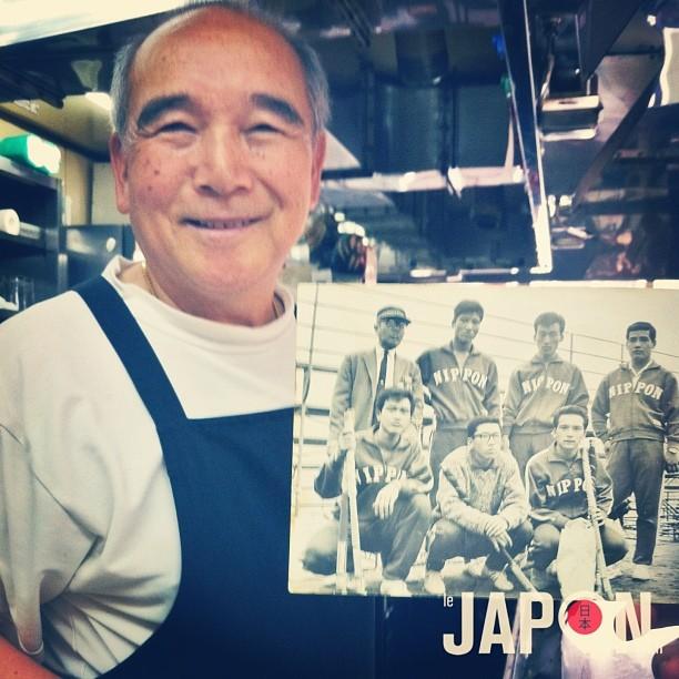 Yamaoka San faisait parti de l'équipe japonaise de hockey aux JO de Tokyo en 1964, et il est impatient de voir de nouveau les JO à Tokyo en 2020 ! En attendant il me fait de bons Okonomiyaki Hiroshimafu ; )