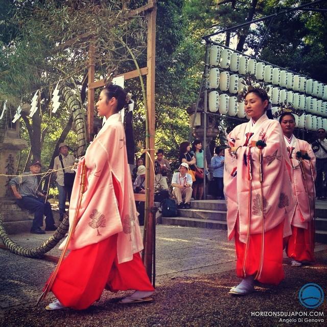 Procession shintô au sanctuaire Sumiyoshi