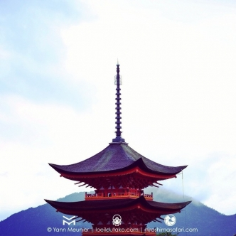 La pagode de Miyajima dans les nuages.