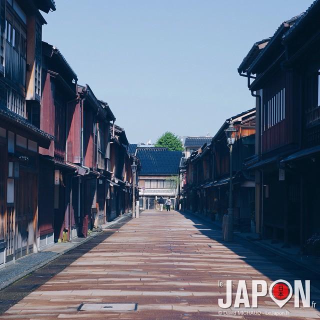 Pas évident d'avoir la célèbre rue Higashi Chaya sans personne… Bientôt ça sera vraiment redevenue un quartier de Geisha à la vitesse où les maisons sont restaurées ! #kanazawa