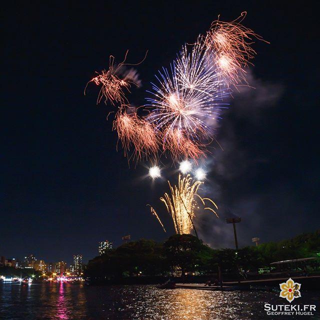 Le feu d'artifice du Tenjin Matsuri à Osaka.