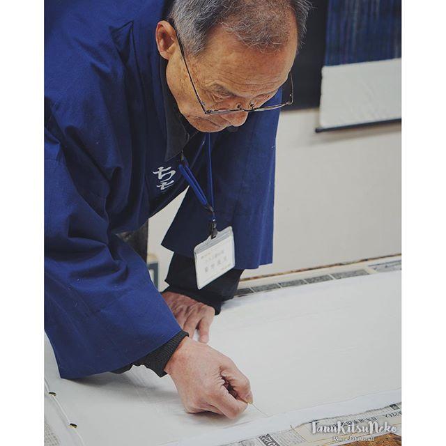 Portraits de Chichibu : Meisenkan kimono est une fabrique de textiles et, comme son nom l'indique, de kimono. Les artisans vous proposent même d'essayer des ateliers teinture ou encore manipuler un métier à tisser. #chichibu #japon #japan #日本 #ig_japan #seibu
