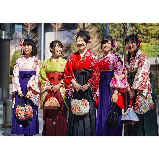 Sotsugyō-shiki, c'est la remise des diplômes en ce moment au Japon
