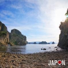 Formations rocheuses volcaniques ! Ce sont les restes des cheminées des anciens volcans d'Izu qui ont créées ces îles 🙄