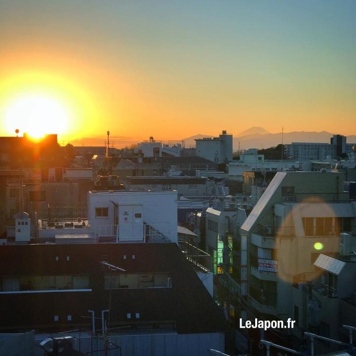 Dernier couché de soleil 2016 avec le majestueux Fuji san ! Merci de me suivre et à l'année prochaine ! Excellent réveillon à vous tous 🎉😘