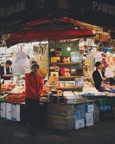 Le marché d'Ameyoko grouille de vie, vestige du Tokyo populaire