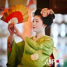 Setsubun 👹 avec des Maiko au sanctuaire Yasaka à Kyoto 😗 #Kyoto #geisha #setsubun #maiko