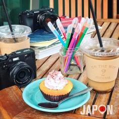 Petit déjeuner tranquille et coloré avec l'ami @tanukitsuneko au On The Way @onthewaycoffeecupcake du côté de Shimo Kitazawa le quartier de @utsurururu 😉