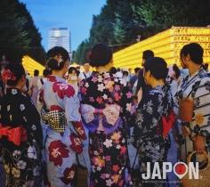 C'est qui qui qui a fait du photo bombing au Mitama Matsuri (sanctuaire Yasukuni) ce soir ? 😬