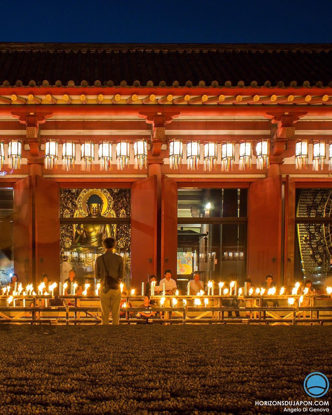 Il est temps de se retrouver face à Bouddha pour commémorer les âmes défuntes qui accompagnent notre vivant #osakasafari #japonsafari