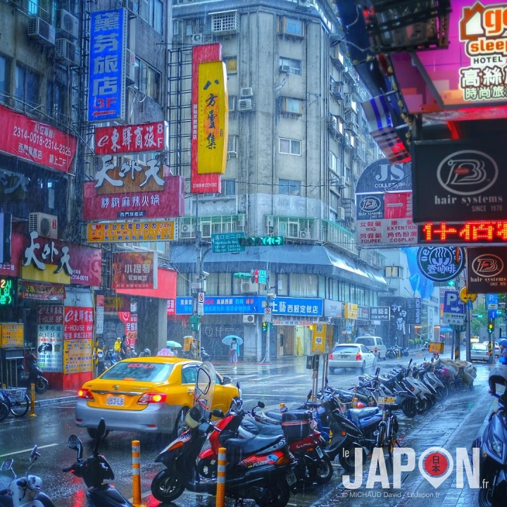 Taïpei en #UltraColor c'est sympa avec la pluie… style Blade Runner 😃 #TaiwanSafari