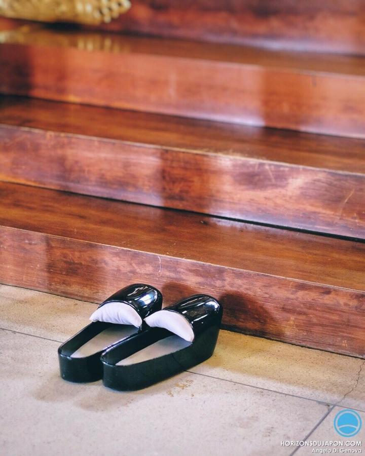 Les souliers du prêtre Shintô  #japonsafari #osakasafari