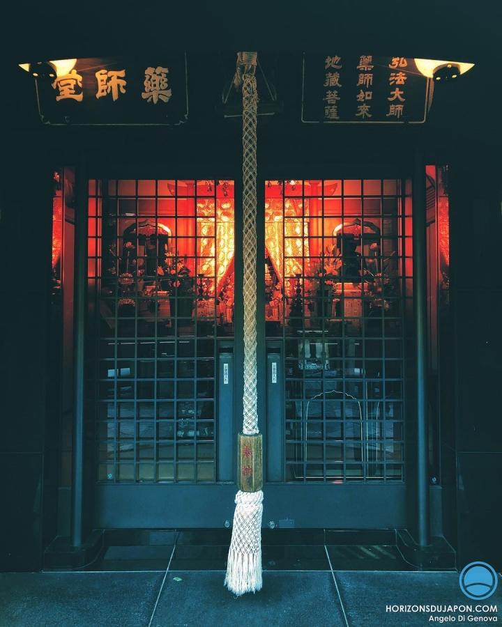 Premier jour de l'année, de préférence près des Kami, mais certains préfèrent aller au temple bouddhiste. Un premier pas aussi important culturellement que pour les tirelires des sites religieux ^^