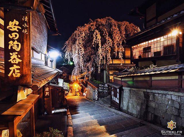 Seriez-vous prêts à attendre plusieurs heures pour n'avoir personne sur votre photo ? C'est aussi ça, l'envers de ce genre de cliché :) #japon #kyoto