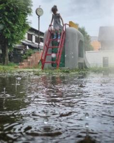 «Il est venu le temps des gouttes. Le temps des flaques qui s'invitent sur notre route. Tsuyu, la saison des pluies. Tandis que nos habitudes quotidiennes deviennent moites, les moments d'introspections pleuvent.»  Nouvel article sur le blog horizonsdujapon.com  Ça faisait longtemps ! Je parle surtout d'une refonte de l'apparence et d'une volonté d'insuffler une nouvelle dynamique en ces temps pluvieux :)