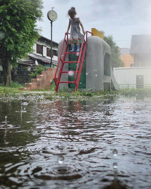 «Il est venu le temps des gouttes. Le temps des flaques qui s'invitent sur notre route. Tsuyu, la saison des pluies. Tandis que nos habitudes quotidiennes deviennent moites, les moments d'introspections pleuvent.»  Nouvel article sur le blog horizonsdujapon.com 😃 Ça faisait longtemps ! Je parle surtout d'une refonte de l'apparence et d'une volonté d'insuffler une nouvelle dynamique en ces temps pluvieux :)
