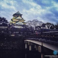 Mi jour mi nuit sur le château d'Osaka