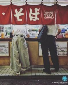 Deux travailleurs, deux univers, réunis sous la même enseigne