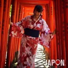 La charmante Rina chan prend la pose en Yukata rien que pour nous :) #TokyoSafari