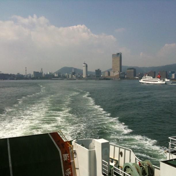 Byebye Takamatsu, sur le ferry en direction de Naoshima !